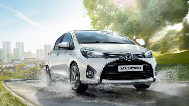 toyota yaris hybride les 5 voitures hybrides les plus vendues en 2015. Black Bedroom Furniture Sets. Home Design Ideas