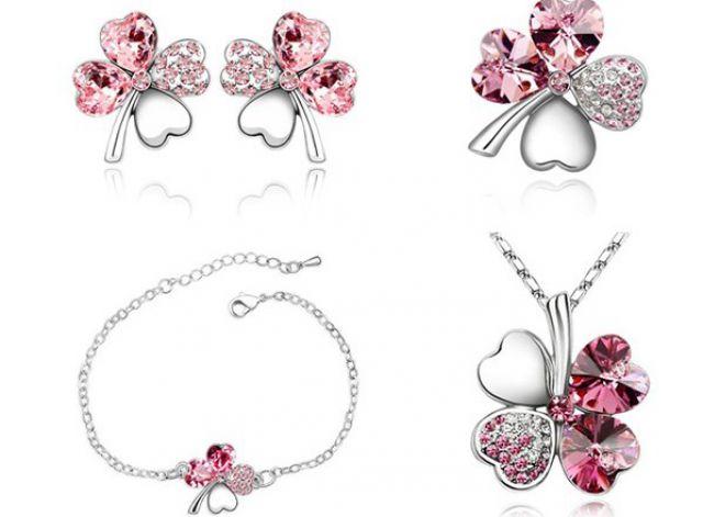 les collier bracelet et boucles d 39 oreilles assortis saint valentin 5 cadeaux pour elle. Black Bedroom Furniture Sets. Home Design Ideas
