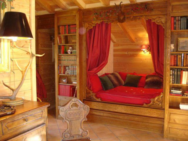 Blottis au chaud dans un petit chalet confortable en - Idees cadeaux saint valentin pour les romantiques ...