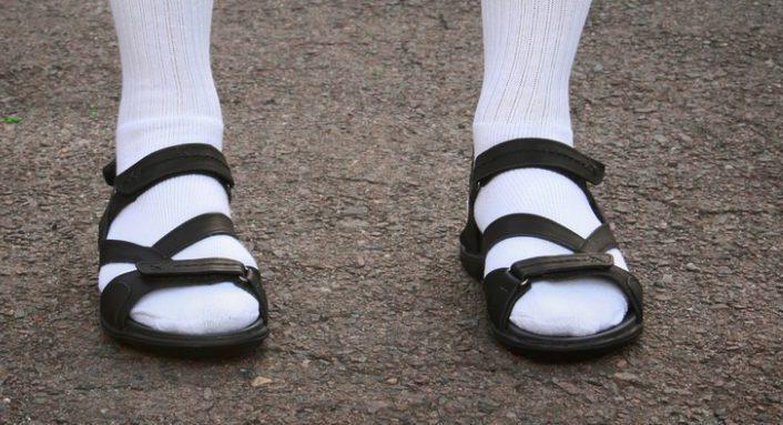 hommes-5-fashion-faux-pas-a-proscrire-sur-la-plage
