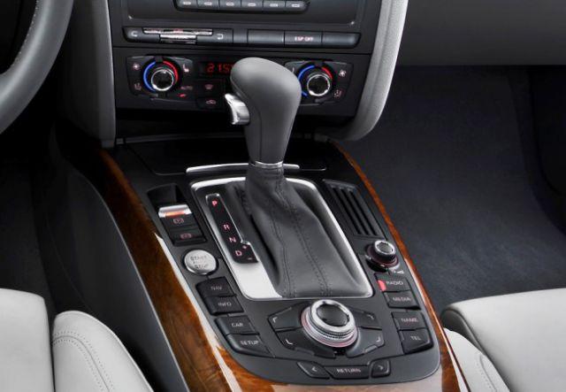 les 5 voitures de luxe les plus vendues dans le monde. Black Bedroom Furniture Sets. Home Design Ideas